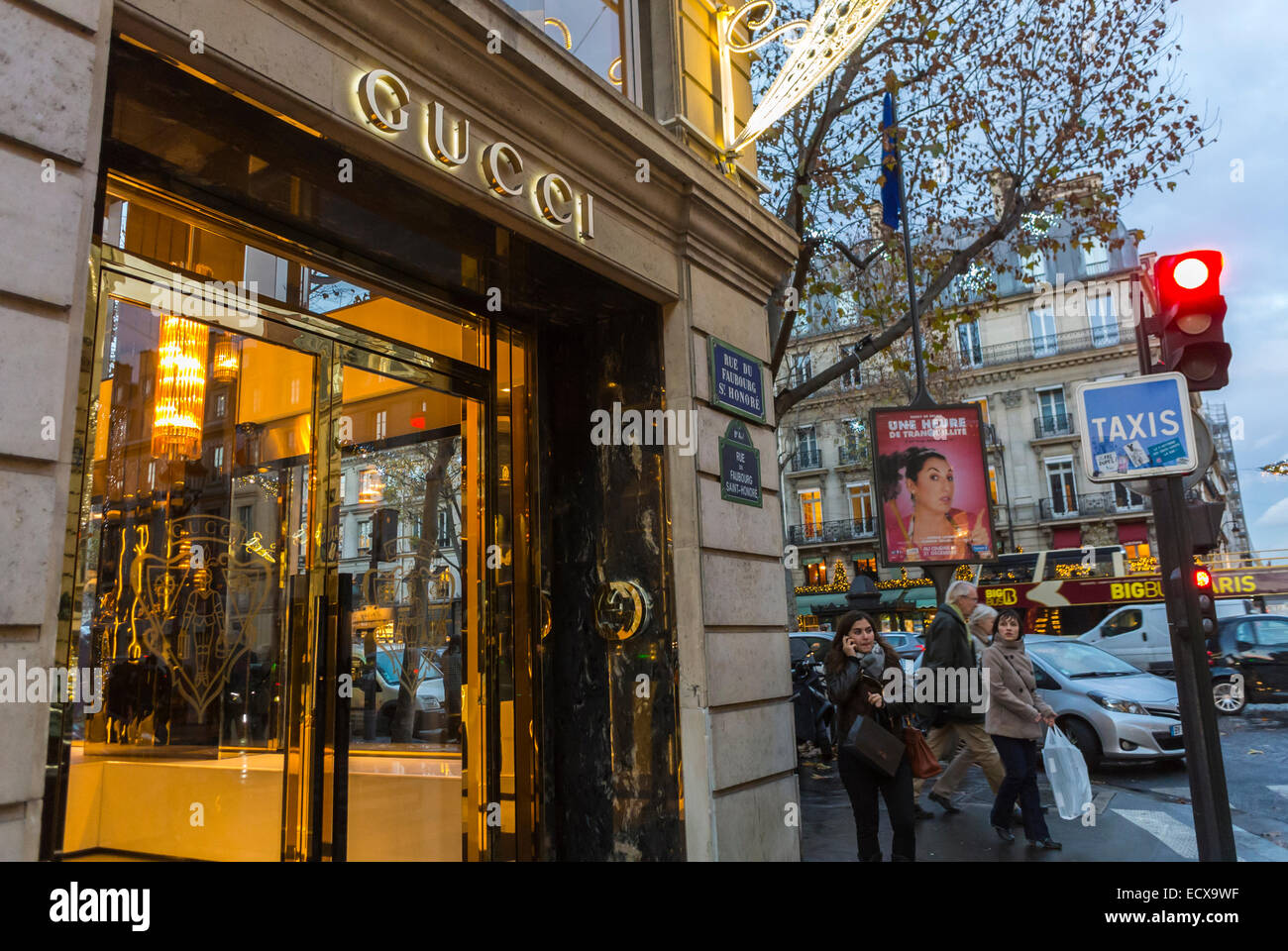 paris france people christmas shopping outside street scenes stock photo 76795867 alamy. Black Bedroom Furniture Sets. Home Design Ideas