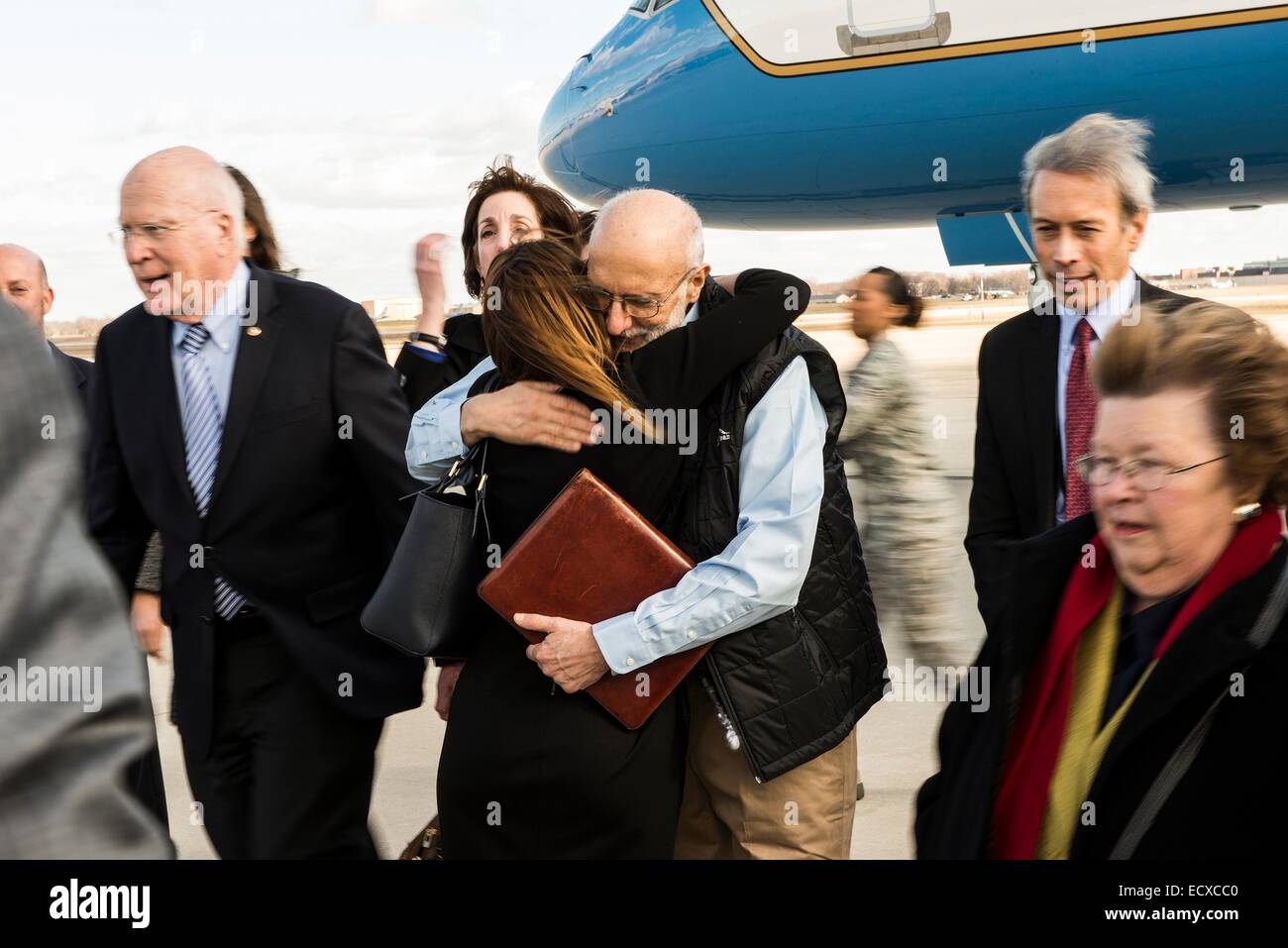 USAID contractor Alan Gross, imprisoned in Cuba for five years, is greeted after a flight back from Cuba following - Stock Image