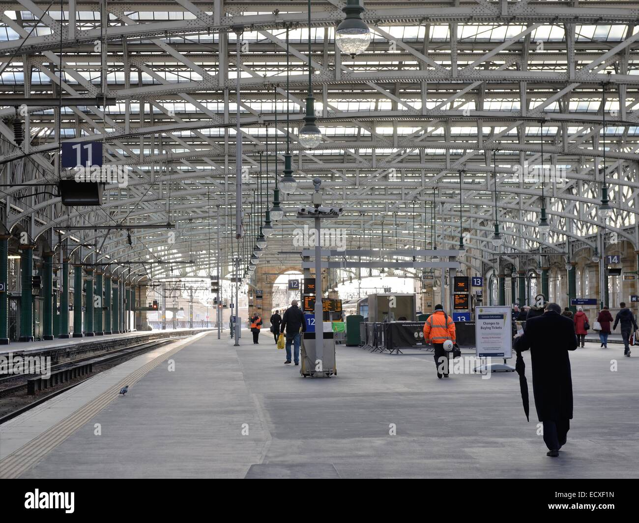 Platform and glass roof of Central Station, Glasgow, Scotland - Stock Image