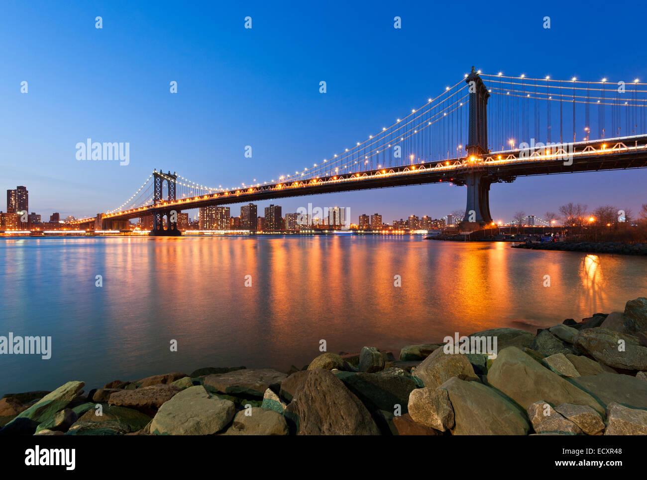 Manhattan Bridge East River Dusk - Stock Image