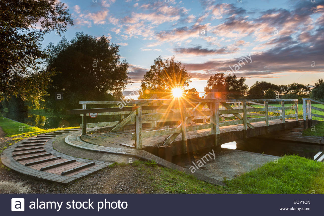 Swing bridge on the Avon and Kennet Canal, Berkshire. - Stock Image