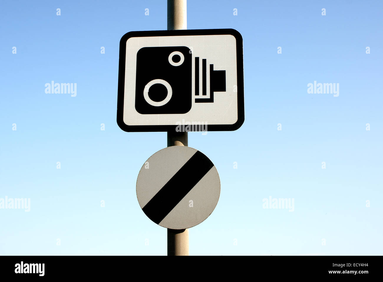 Speed camera warning  with the national speed limit sign in the United Kingdom - Stock Image