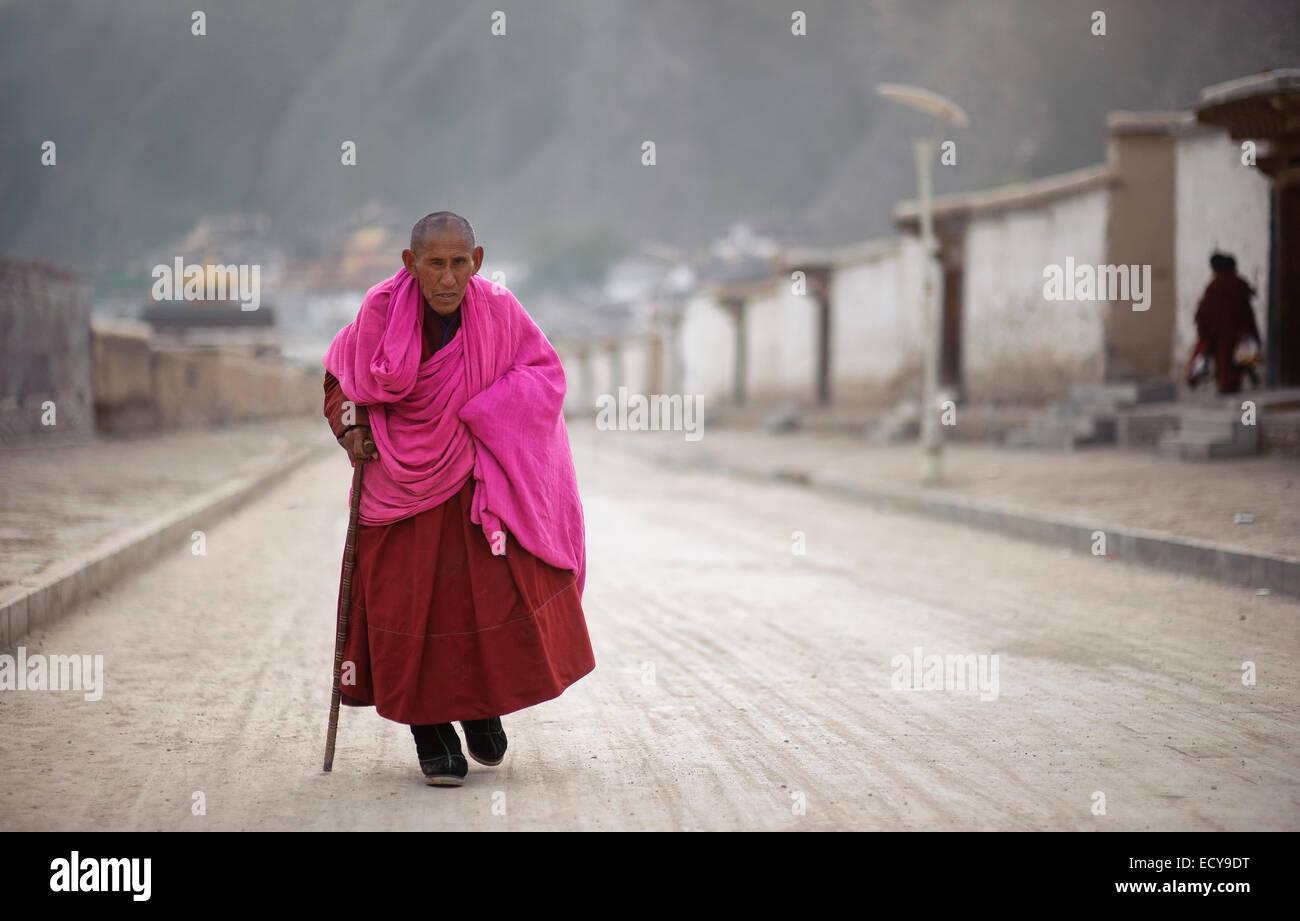 Old Monk at the Labrang Monastery, Gansu Province, China - Stock Image