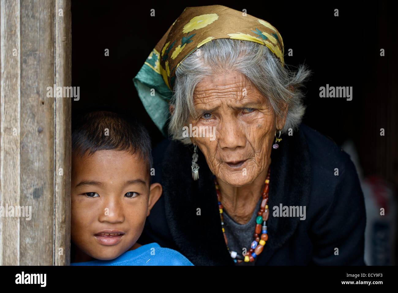 Igorot grandmother and grandchildren, North Luzon, Philippines - Stock Image