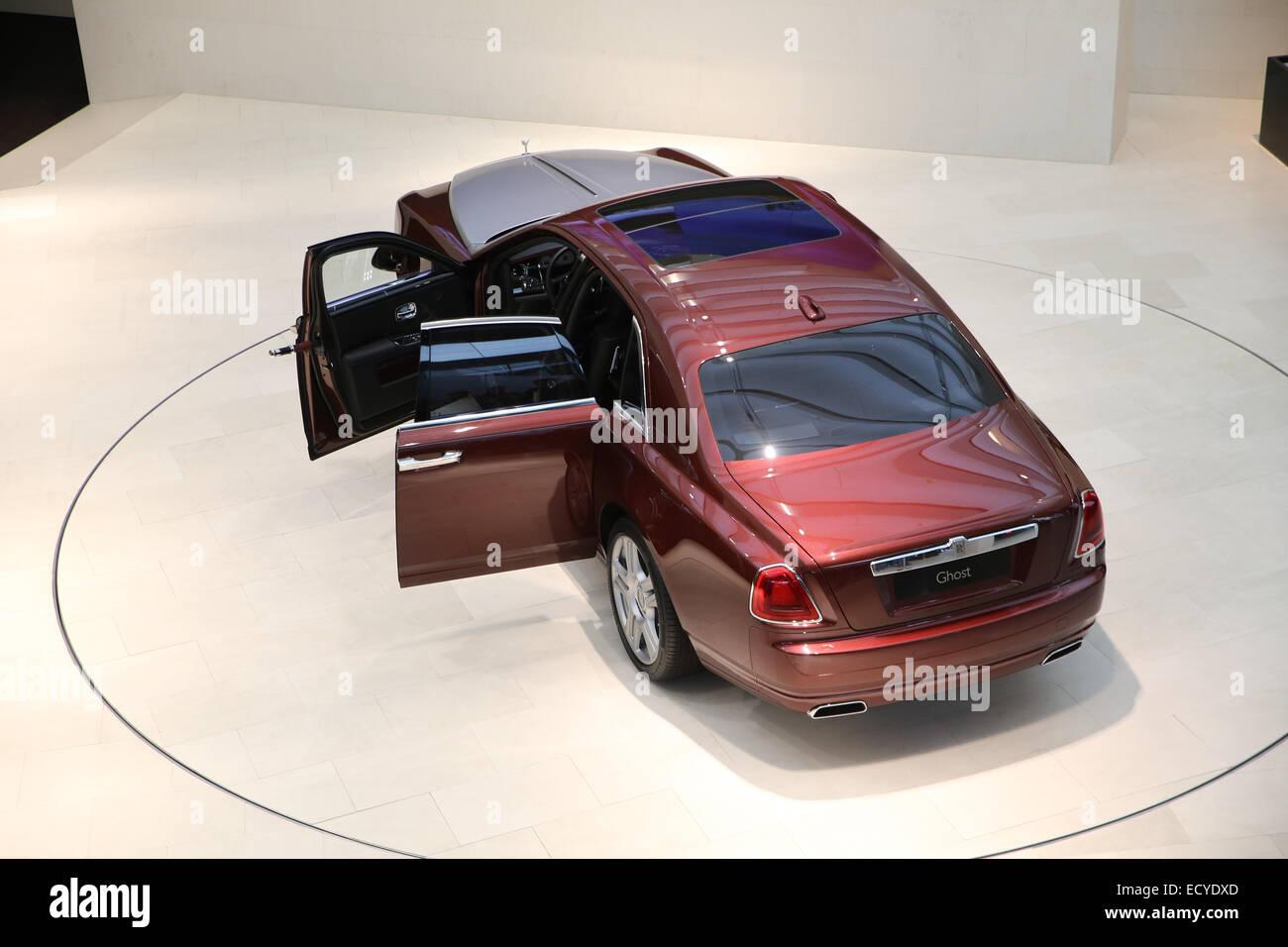rotating car display rolls royce - Stock Image