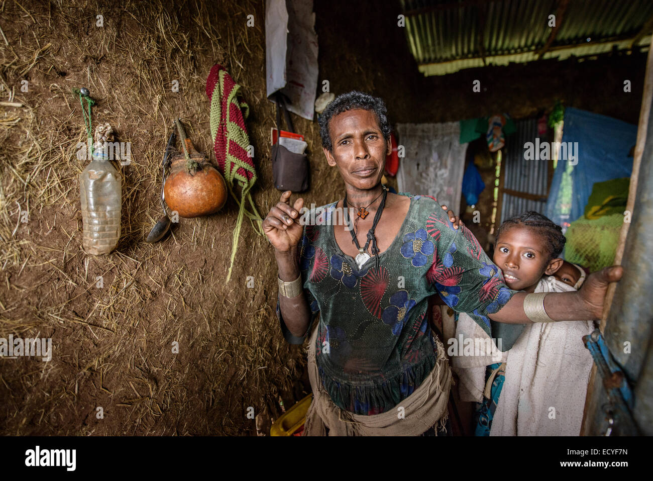 A mother at her traditional house, Ethiopia - Stock Image