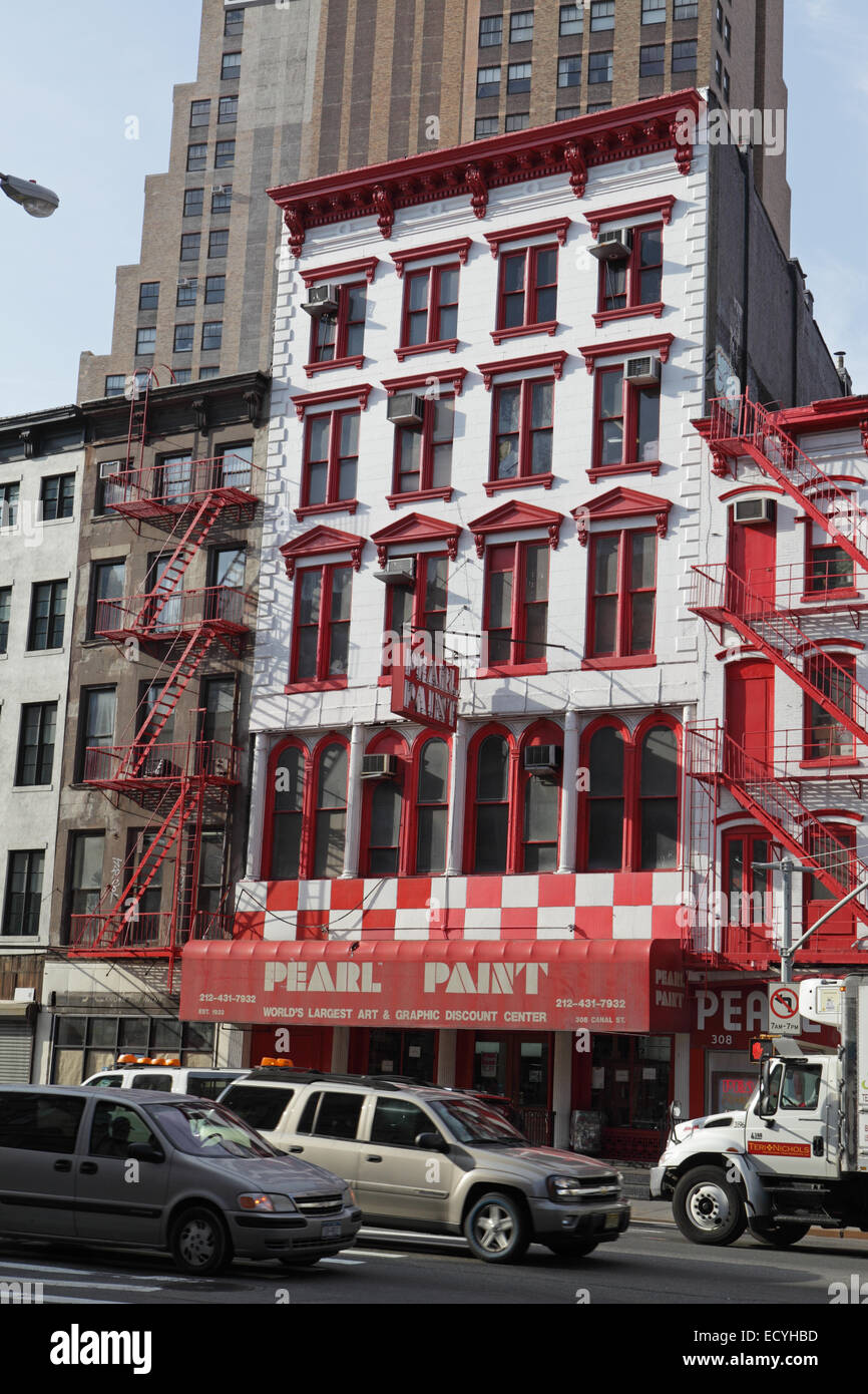 Pearl Paint art store on Canal Street in New York City - Stock Image