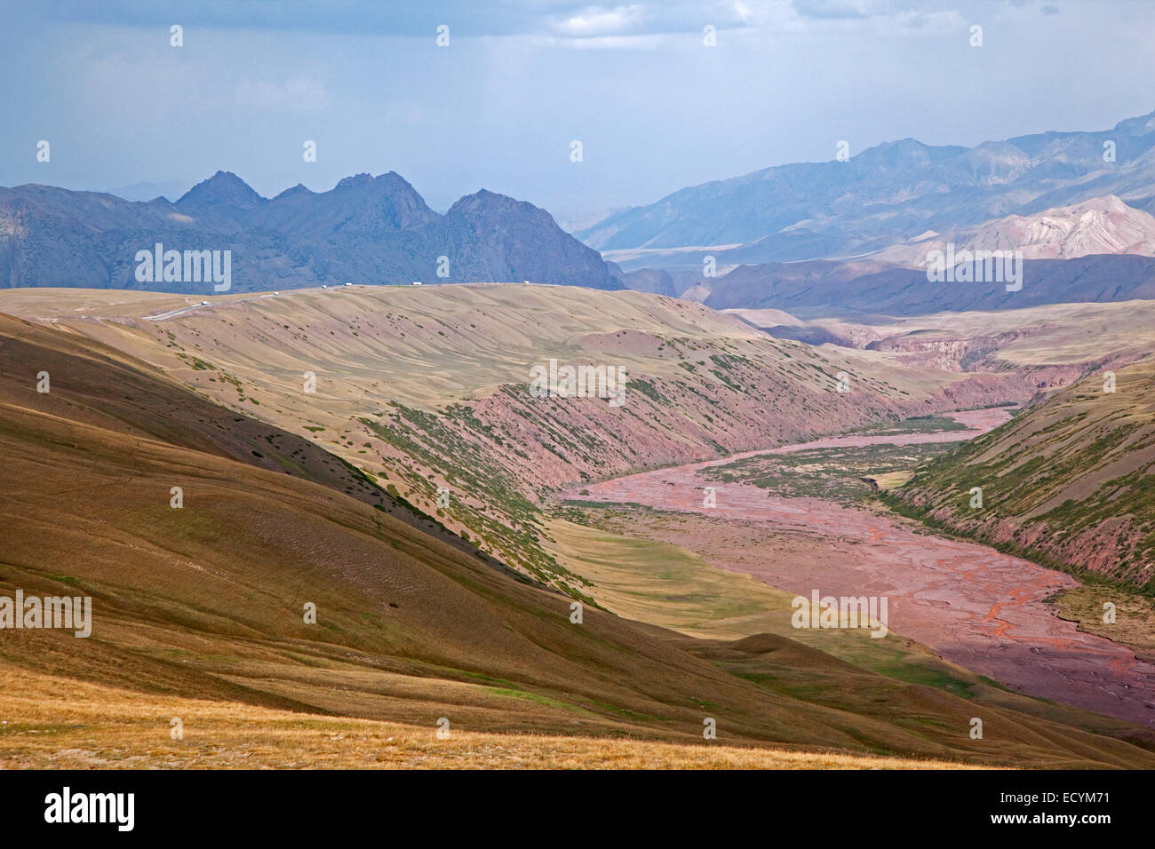 Riverbed along road over the Irkeshtam pass, border crossing between Kyrgyzstan and Xinjiang, China - Stock Image