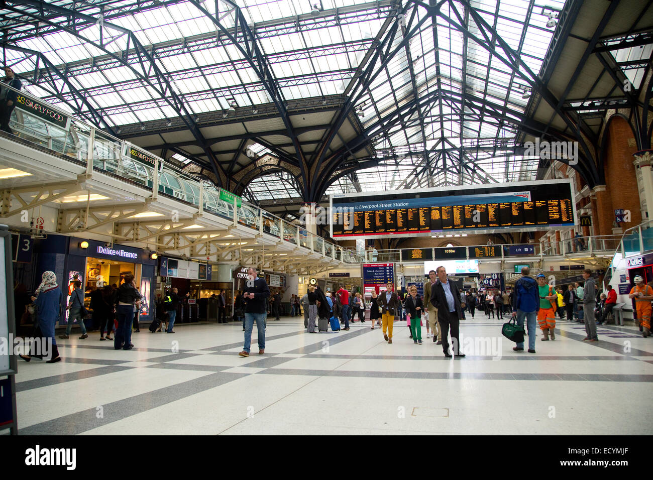 LONDON - OCTOBER 18TH: The interior of Liverpool street station on October 18th, 2014 in London, england, uk. The - Stock Image