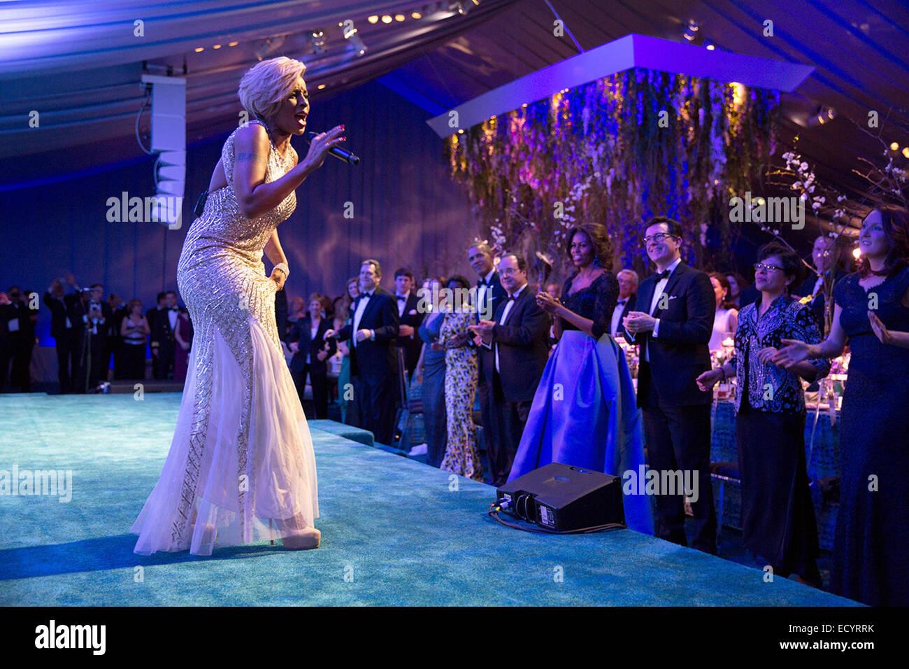 President Barack Obama, President François Hollande of France, First Lady Michelle Obama and guests watch performer - Stock Image