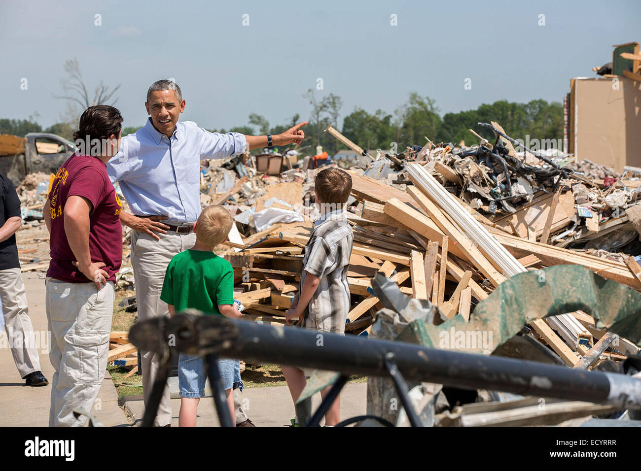President Barack Obama talks with Daniel Smith and his sons Garrison Dority and Gabriel Dority, right, as he tours - Stock Image