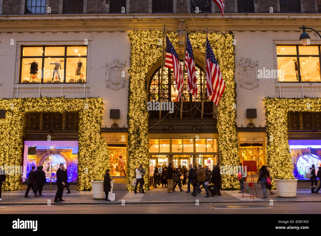 Lord & Taylor 2021 Christmas Windows Photos Tourists View The Christmas Window Holiday Display At Lord Taylor Department Store Along 5th Avenue December 16 2014 In New York City Ny Stock Photo Alamy