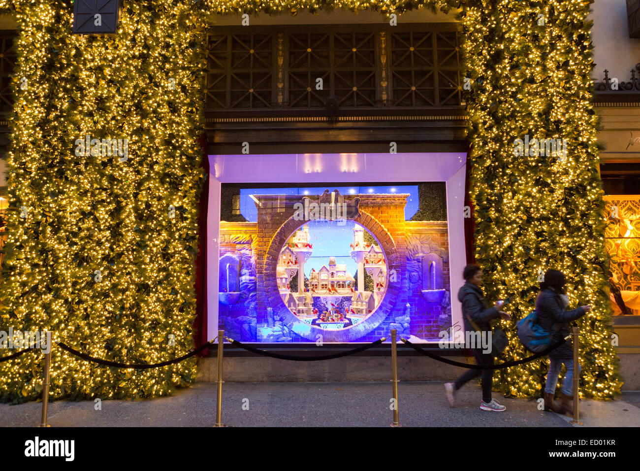 Lord & Taylor 2021 Christmas Windows Photos Christmas Window Holiday Display At Lord Taylor Department Store Stock Photo Alamy