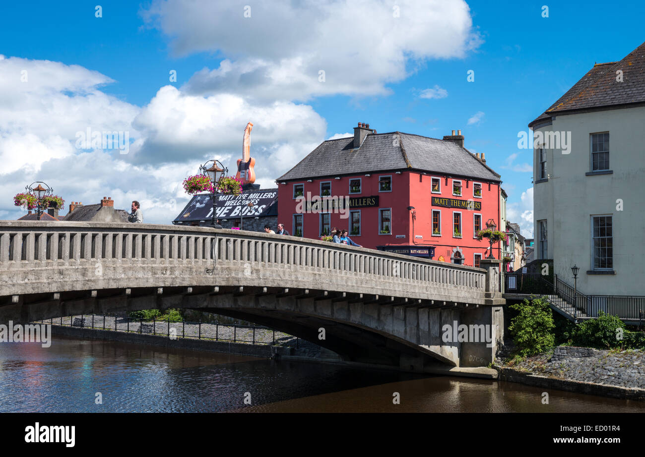 Ireland, Kilkenny, the John bridge on the Nore river - Stock Image