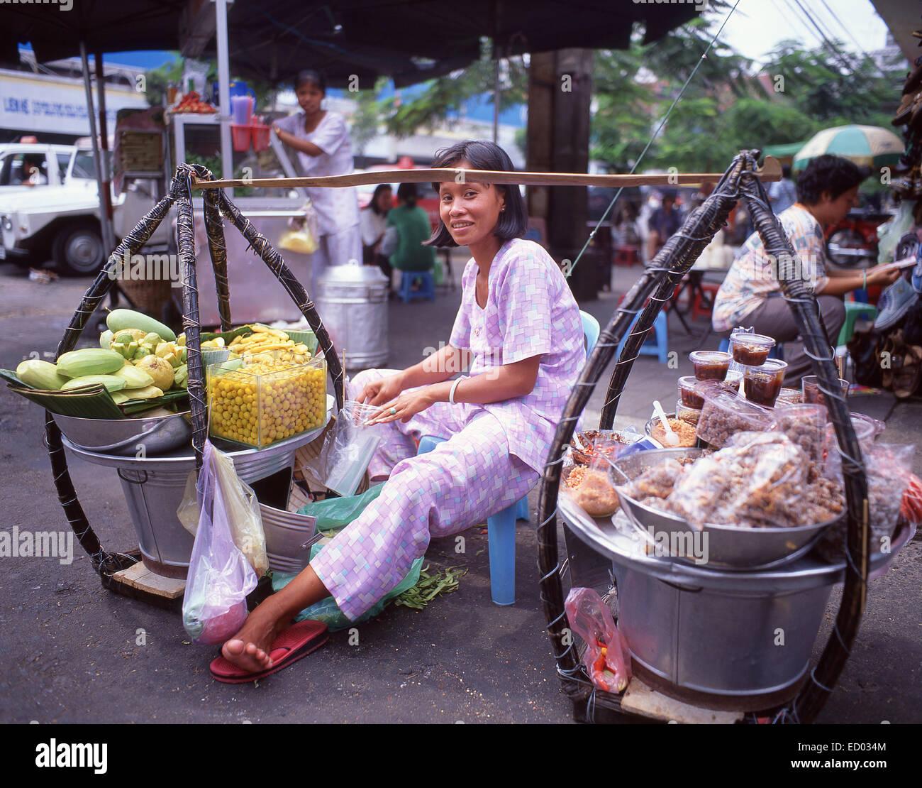 Woman selling fruits, Bình Tây Market, Cholon, District 6, Ho Chi Minh City (Saigon), Socialist Republic - Stock Image