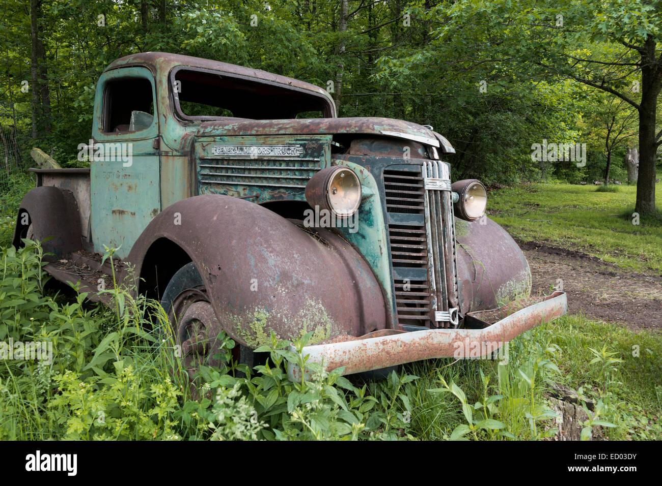 Old rusted General Motors truck, near Sandstone, Minnesota, USA - Stock Image