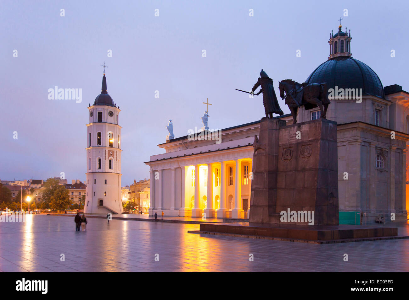 Lithuania, Vilnius, Cathedral and square. - Stock Image