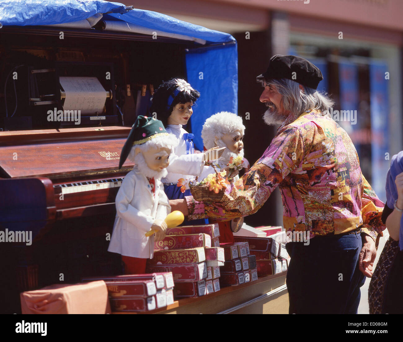 Street entertainer with puppets, Norwich Market, Market Place, Norfolk, England, United Kingdom - Stock Image