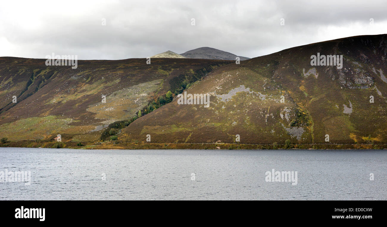 Looking across Loch Muick to the heather moorland beyond. Behind which can be seen Little Pap and Cuidhe Crom part - Stock Image