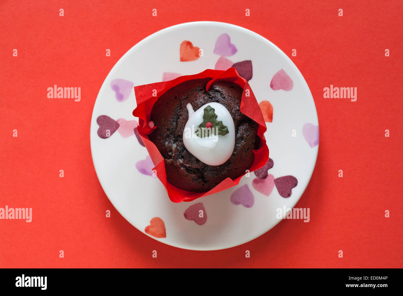 Tesco Merry Christmas Christmas Pudding Muffin On Heart Plate Stock Photo Alamy