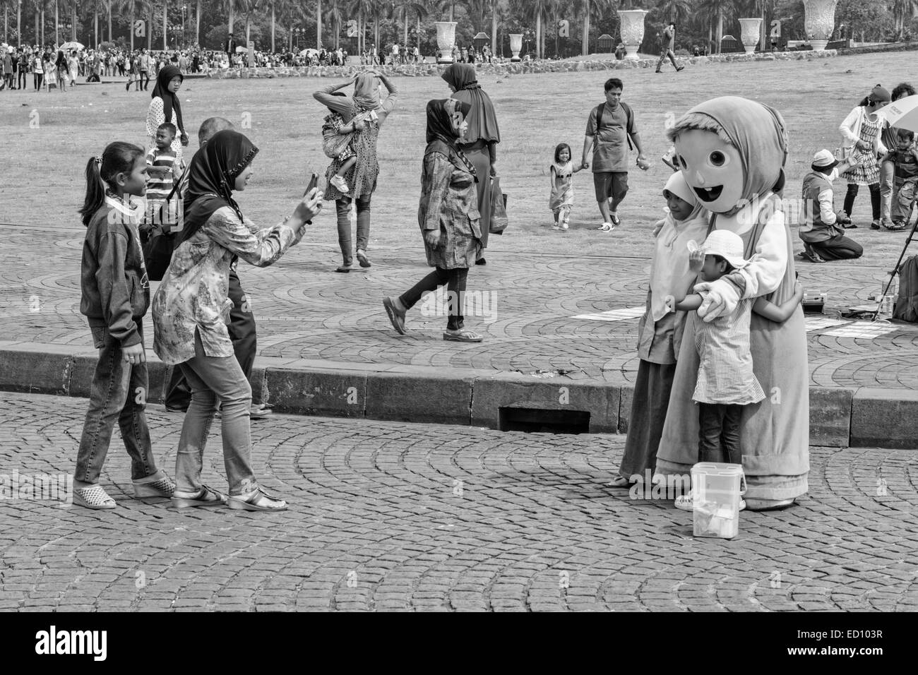 Jakarta Juli 31, 2014. People are visiting Monas during the Idul Fitri (Eid al-Fitr) Holidays. Black and White. - Stock Image