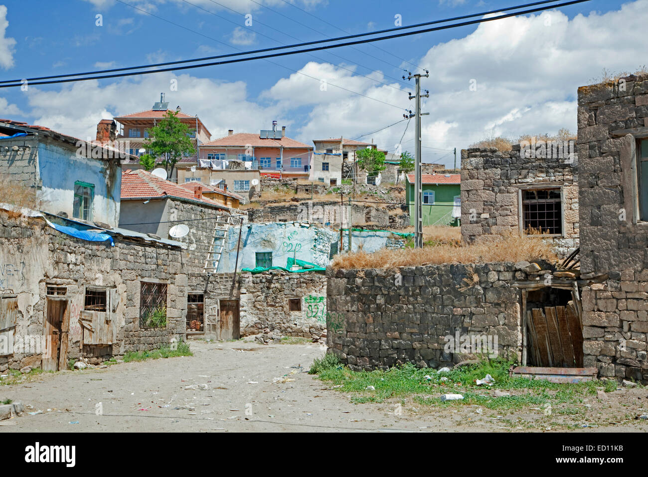 Street with poor houses in Turkish village in Central Anatolia, Turkey - Stock Image