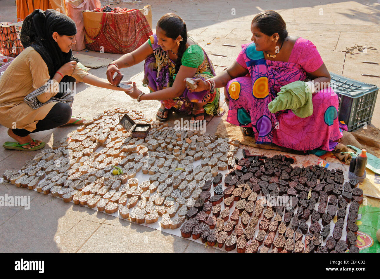 Women selling carved wood henna stamps in market, Ahmedabad, Gujarat, India - Stock Image