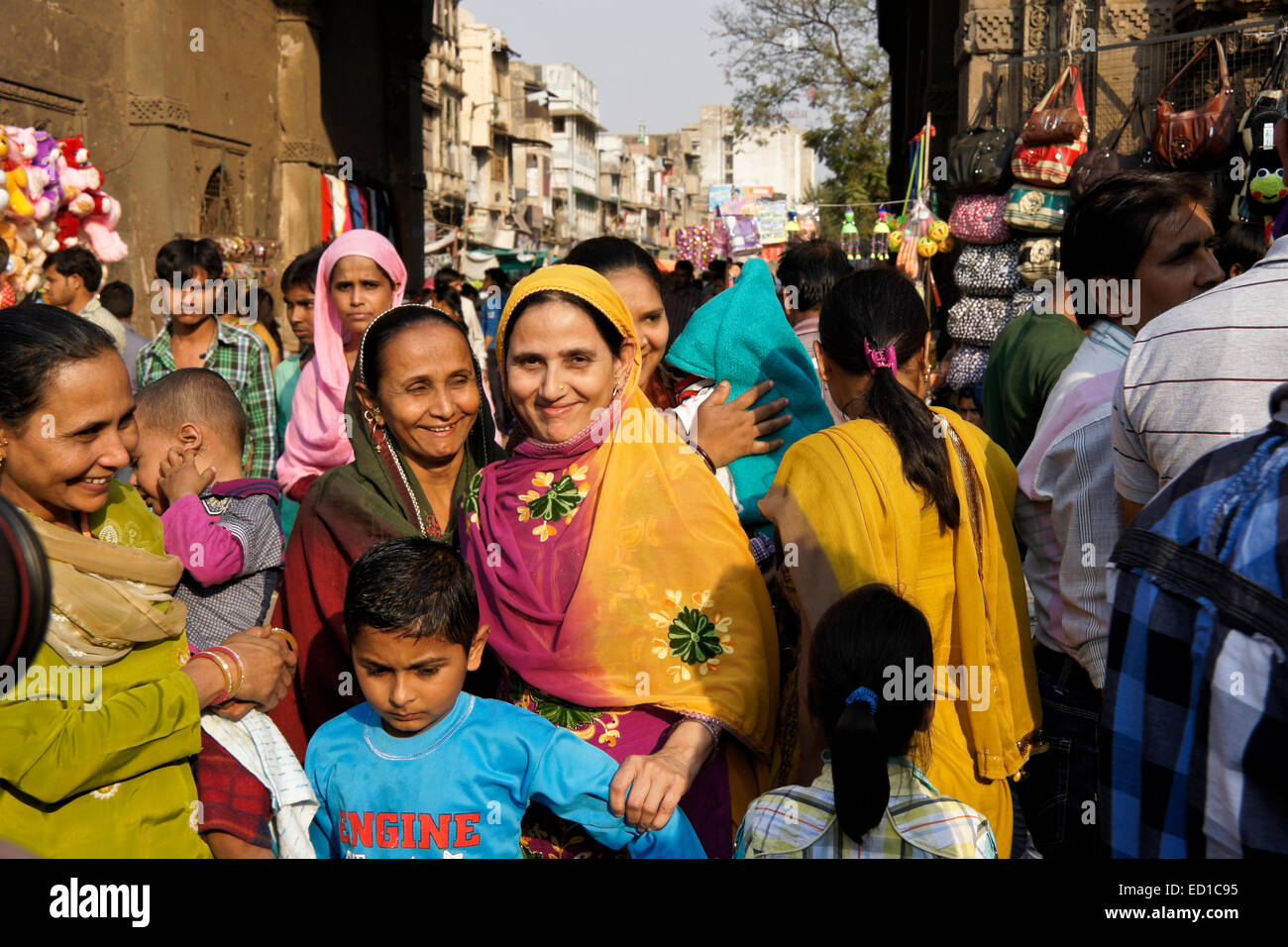 Crowded market in Old Ahmedabad, Gujarat, India - Stock Image