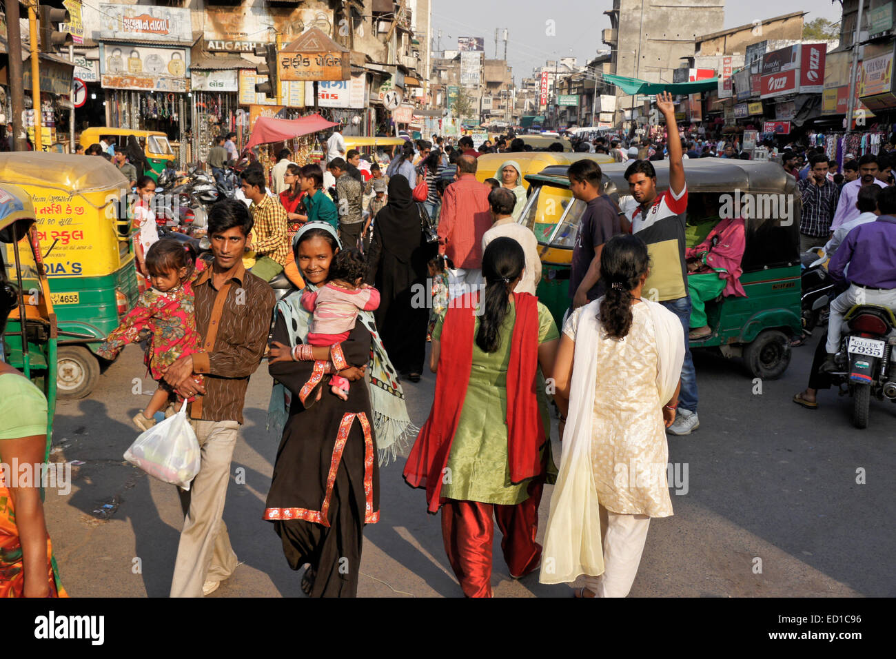 Crowded street in Old Ahmedabad, Gujarat, India - Stock Image