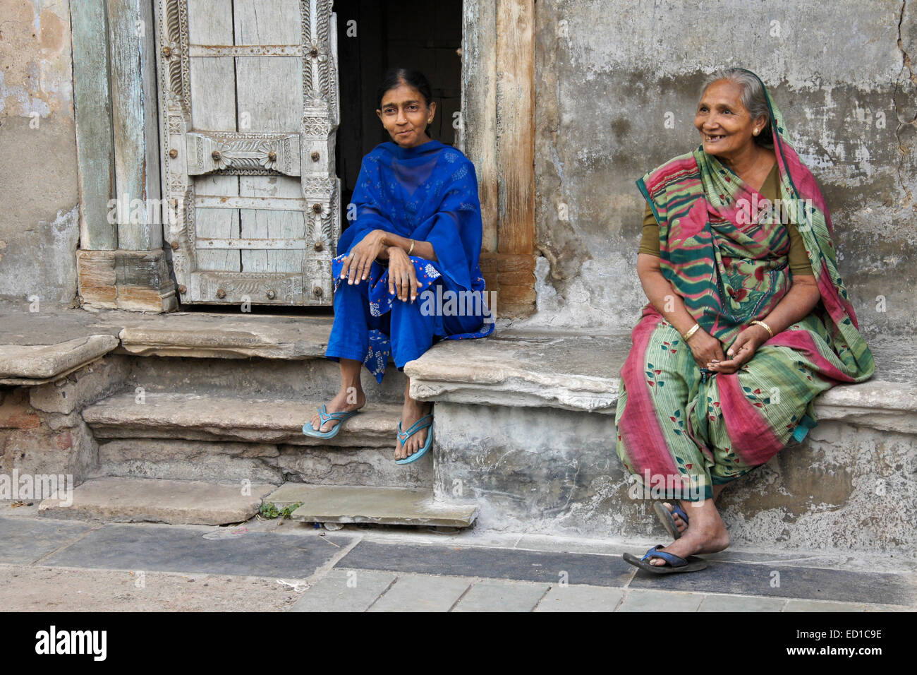 Women sitting outside home in Old Ahmedabad, Gujarat, India - Stock Image