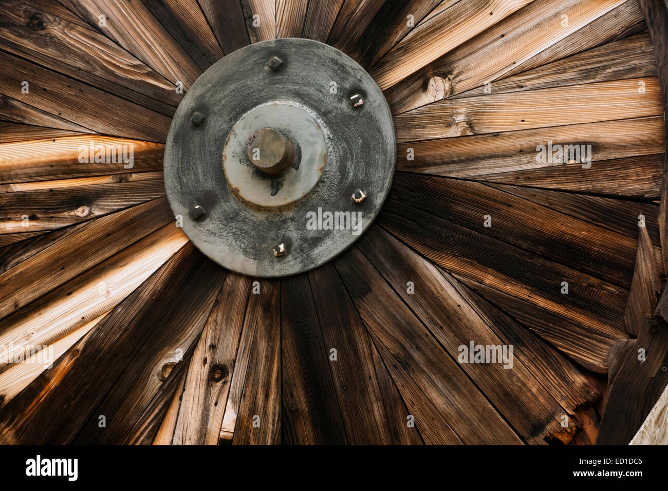 CALIFORNIA - Wooden wheel in Stamp Mill exhibit at Marshall Gold Discovery State Historic Park, site of Sutter's - Stock Image