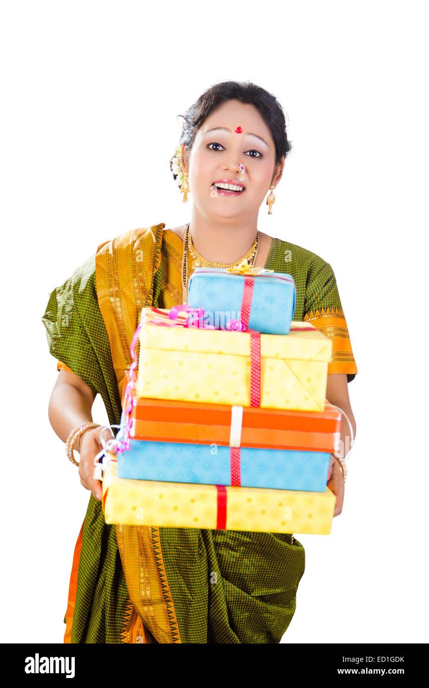 1 South Indian Lady Diwali Festival Gift Stock Photo Alamy