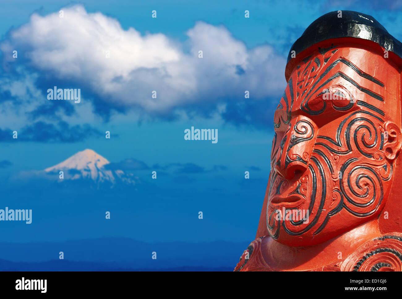 Traditional maori carving and Taranaki Mount, New Zealand - Stock Image
