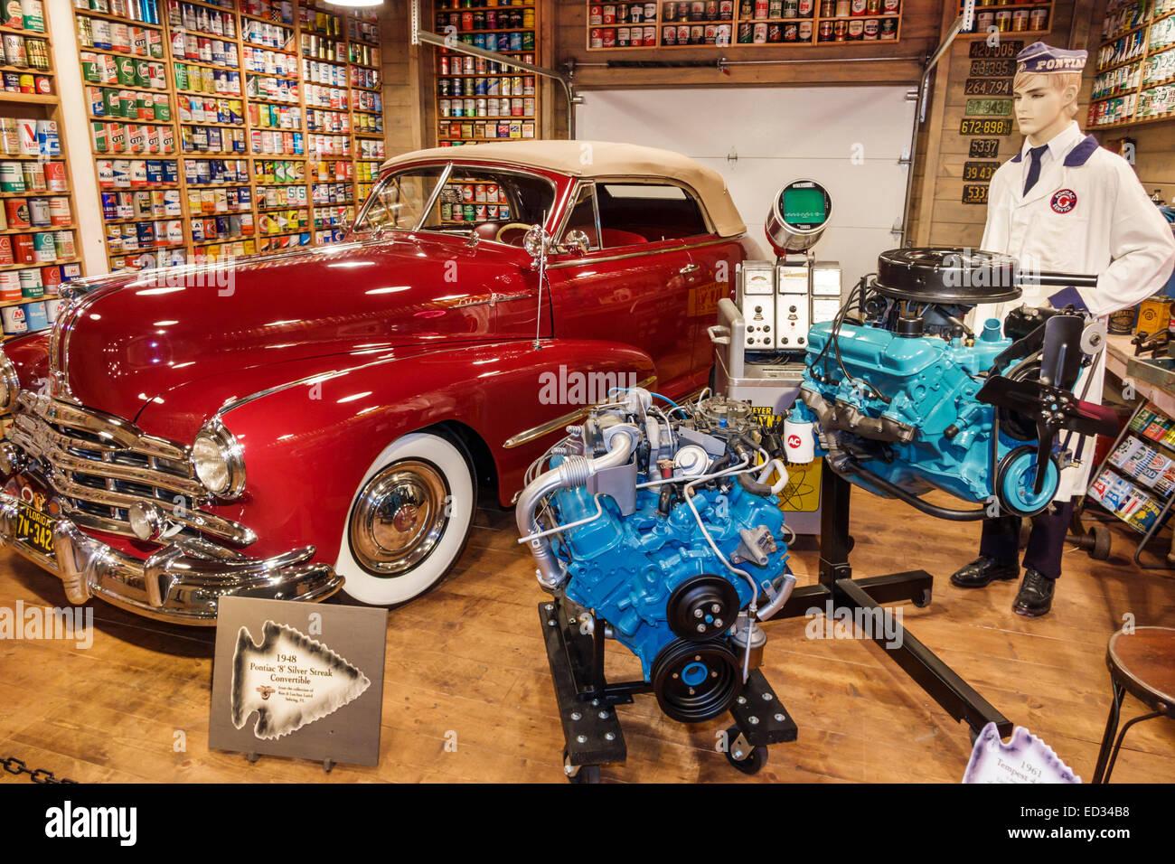 Illinois Pontiac Pontiac Oakland Auto Museum exhibit display inside ...