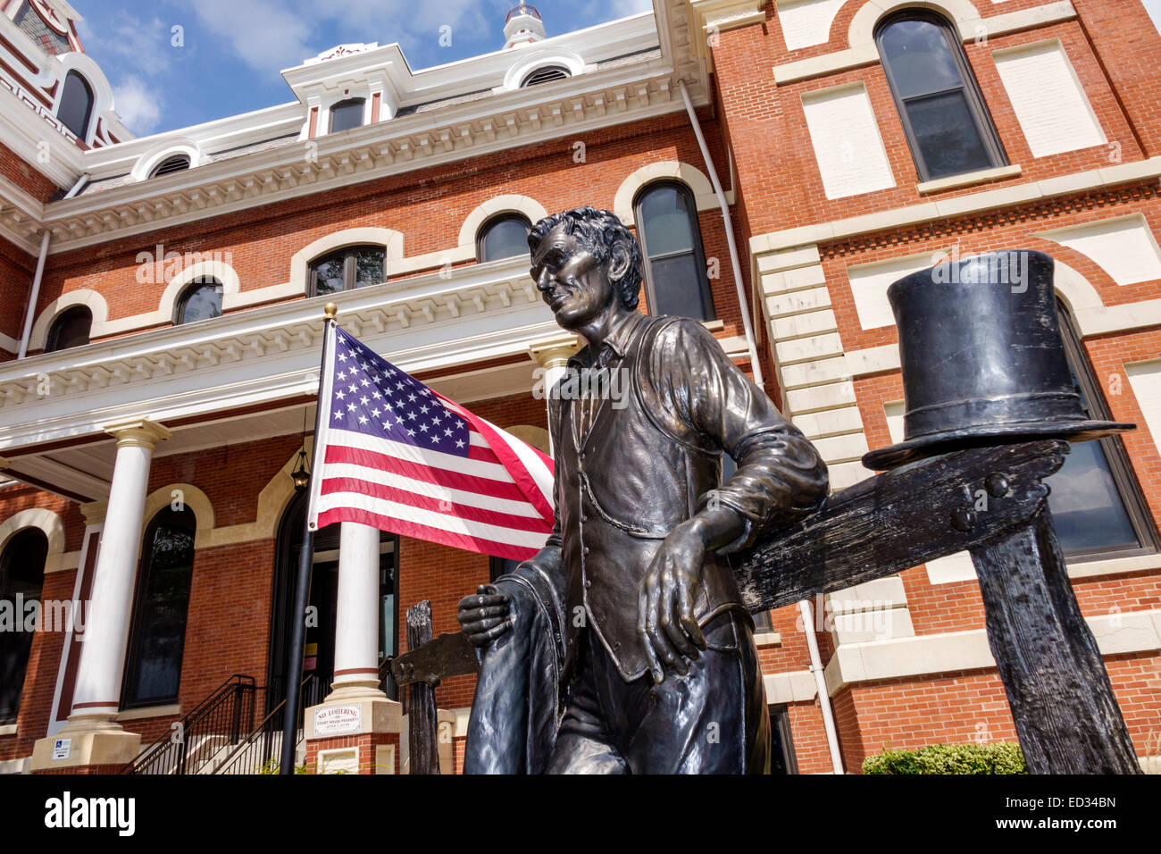 Illinois Pontiac Livingston County Courthouse front entrance Architectural style Second Empire Abraham Lincoln statue - Stock Image