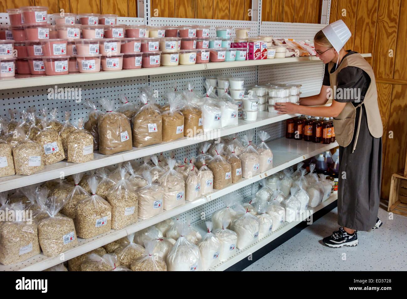 Illinois Arthur Shady Crest Orchard & and Farm Market woman Amish cap bonnet employee job working stocking shelves - Stock Image