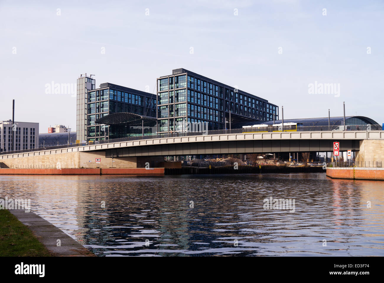 central station and spree in berlin - Stock Image