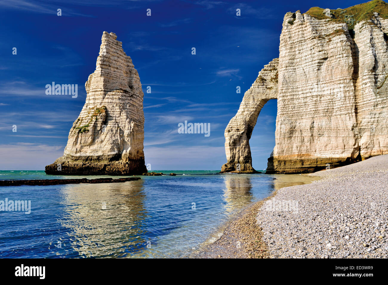 France, Normandy: Rocks and arcs at Port l´Aval at the coast of Etretát - Stock Image