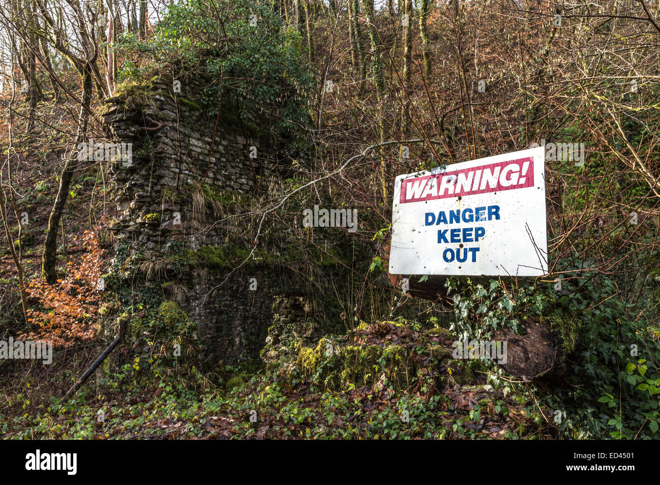 Warning Danger Keep Out sign on ruined building on waterfalls walk, Pontneddfechan, Wales, UK - Stock Image