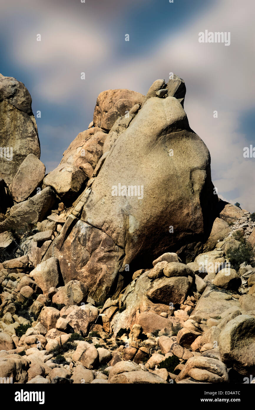 A Frog Rock looks out on the highway through Mohave National Park in California - Stock Image