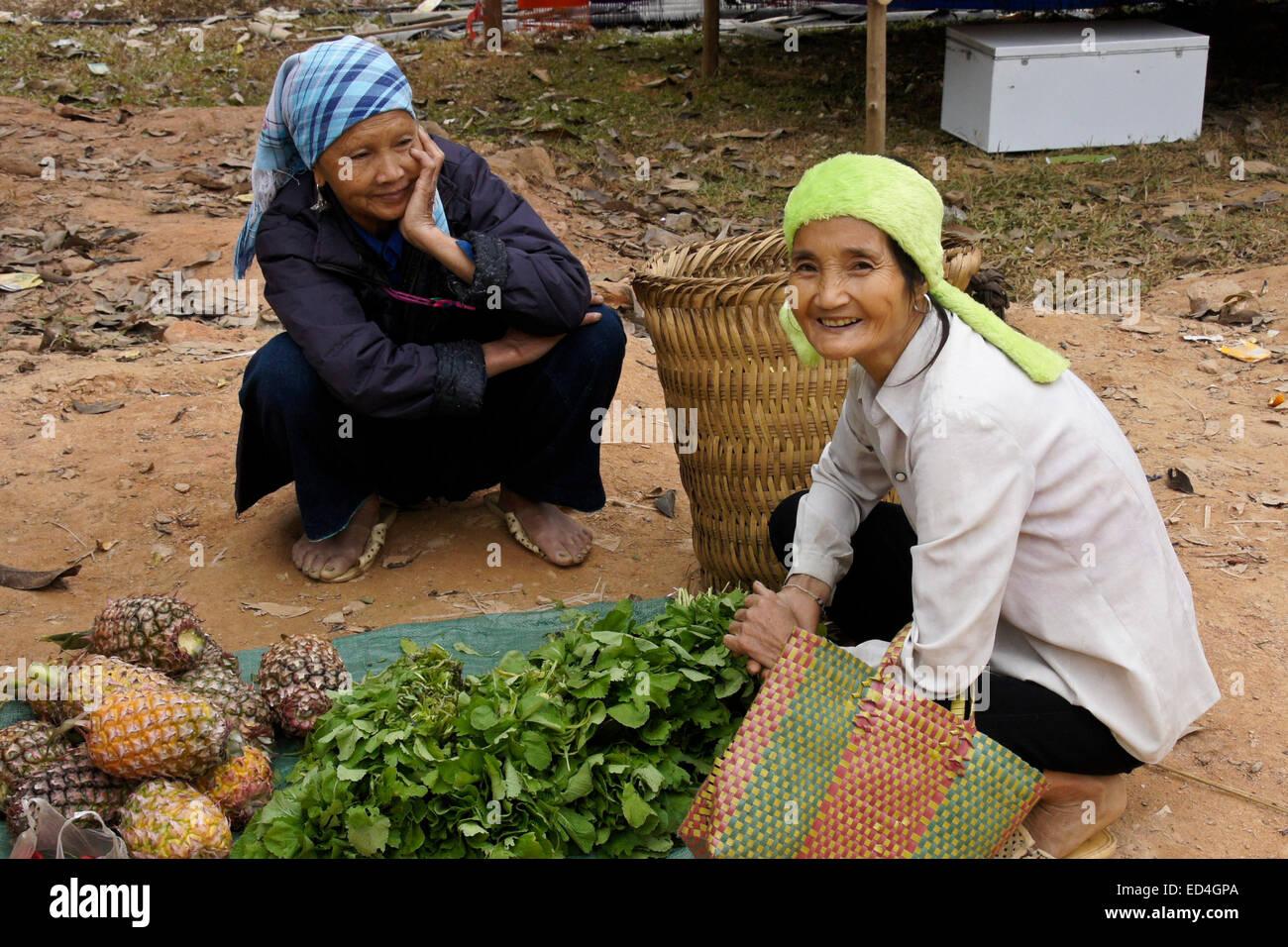 Women at open-air market, Nam Luc, Sapa (Sa Pa), Vietnam - Stock Image