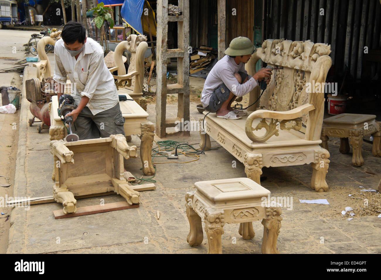 Craftsmen making furniture on street, Bac Ha, Sapa (Sa Pa), Vietnam - Stock Image