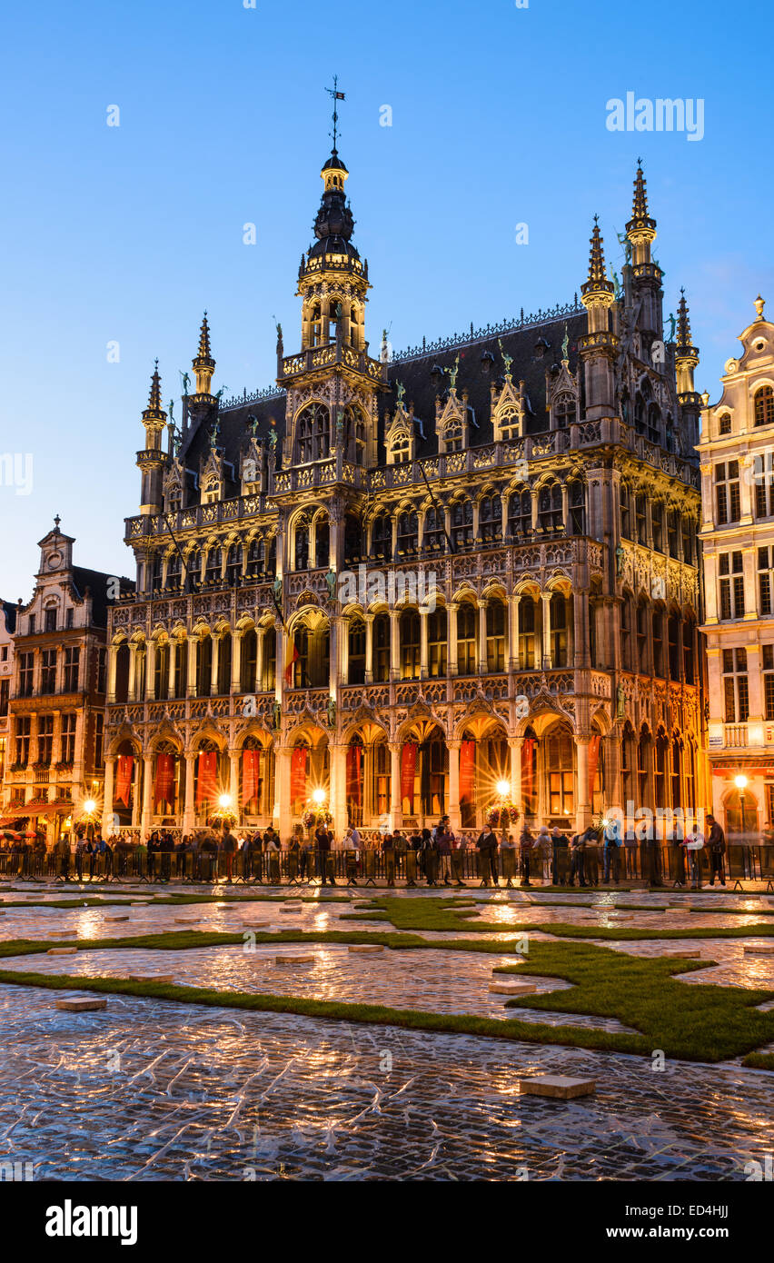 Bruxelles, Belgium. Night image with Grand Place (Grote Markt) and Maison du Roi, built in 1536 Stock Photo
