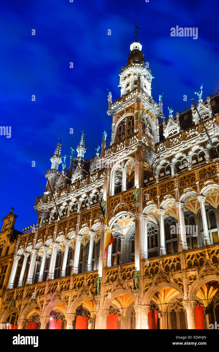 Bruxelles, Brussels, Belgium. Night image with Grand Place (Grote Markt) and Maison du Roi, built in 1536 Stock Photo