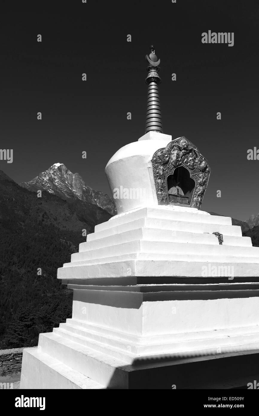 Buddhist Stupa and Prayer Flags, Chineplung village, Sagarmatha National Park, Solukhumbu district, Khumbu region, Stock Photo