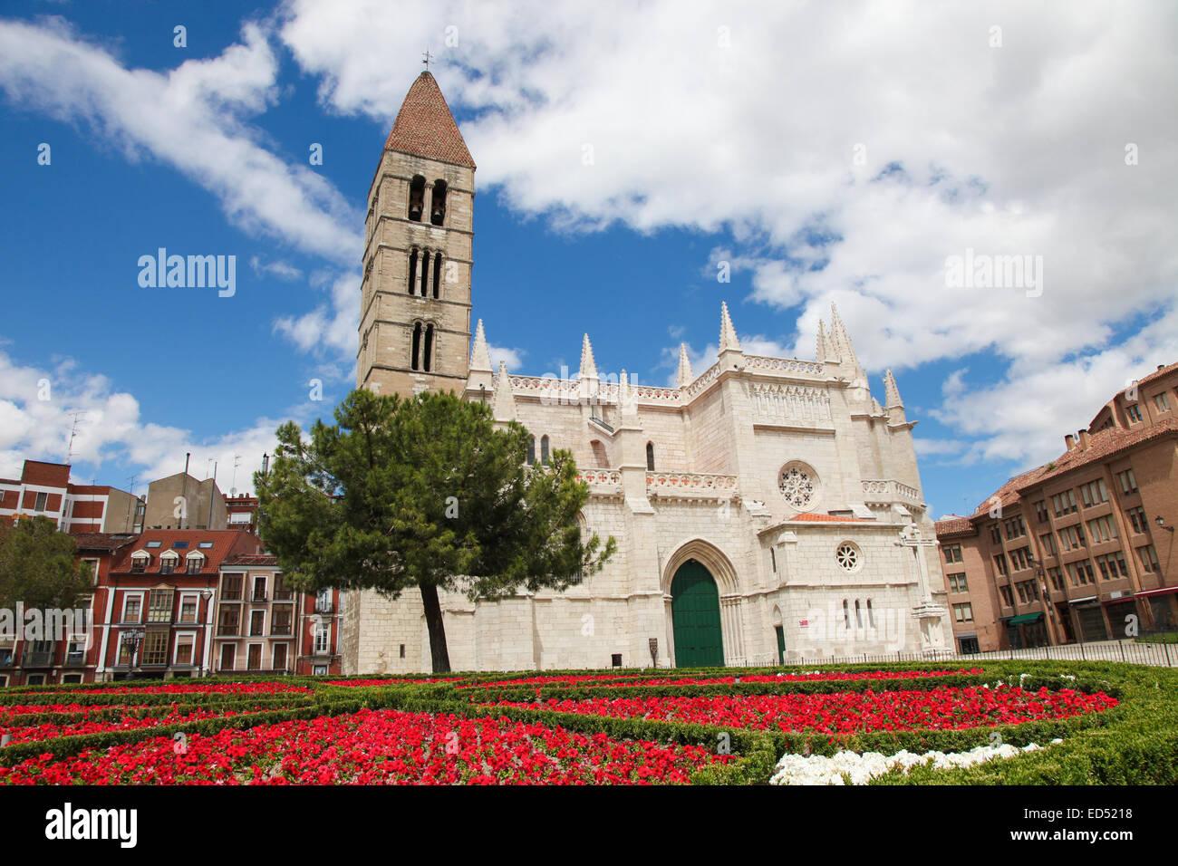 Church of Santa Maria La Antigua (12th-century) in Valladolid, Castile and Leon, Spain. - Stock Image