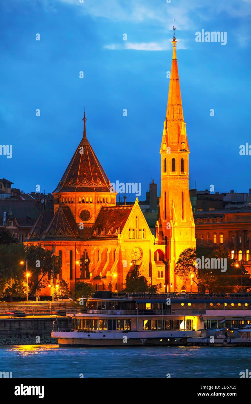 The Inner City Calvinist Church of Budapest at night - Stock Image