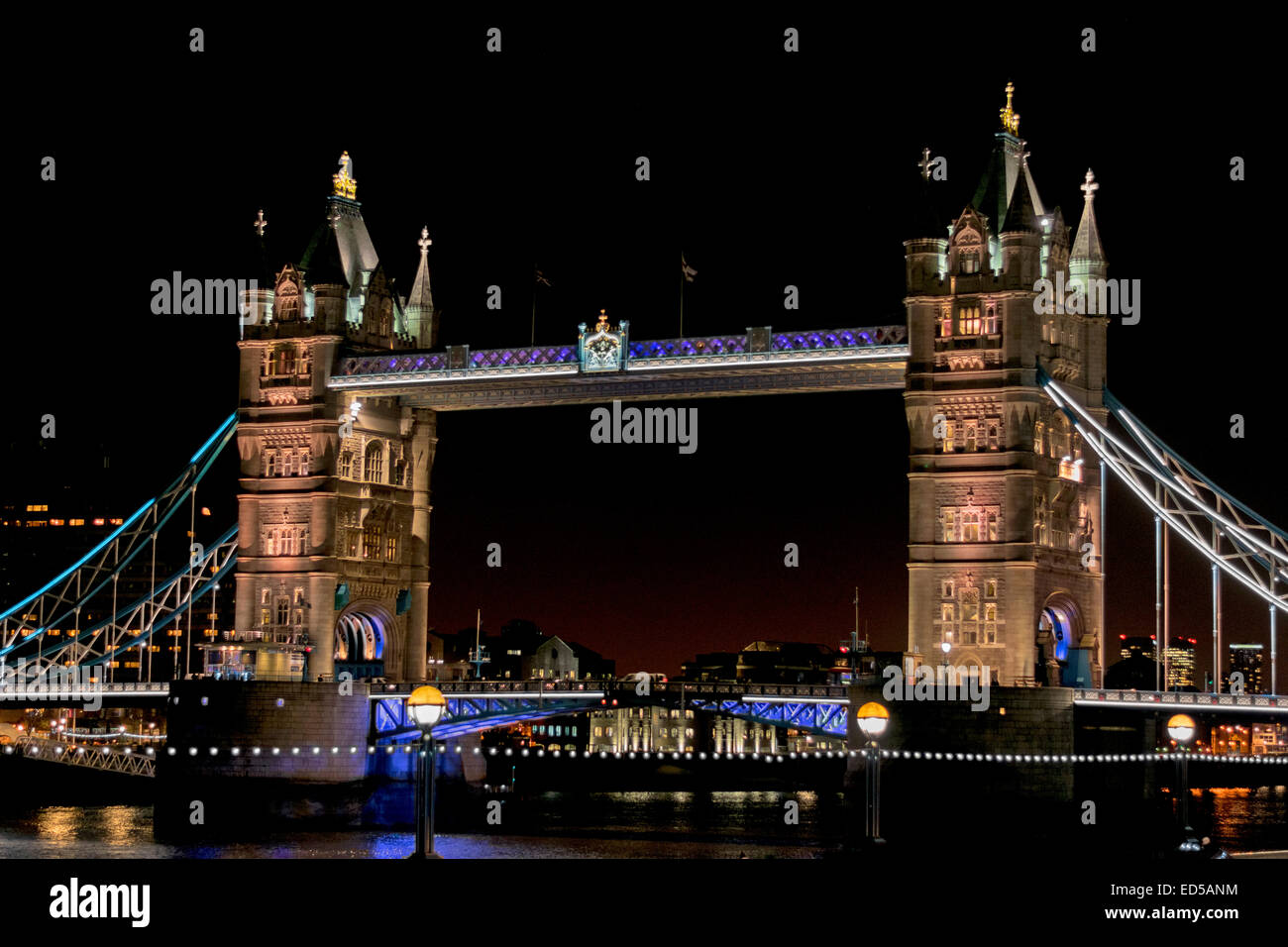 Tower Bridge Christmas Lights 2021 London Tower Bridge With Lights On A Winters Evening At Christmas Stock Photo Alamy