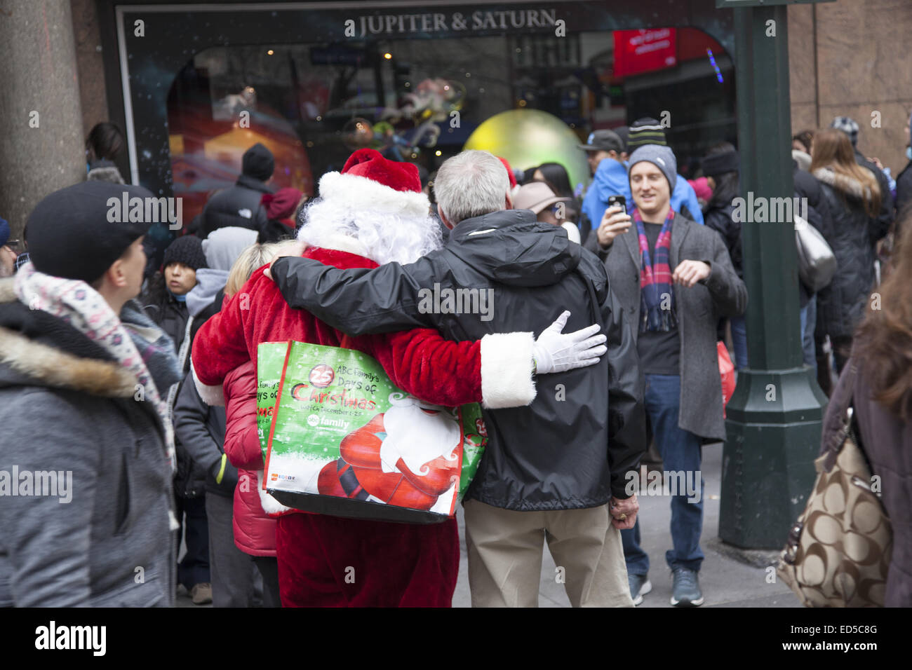 Man takes photo of friend with Santa Claus in front of Macy s in New York  City 2b8fb64df0cf