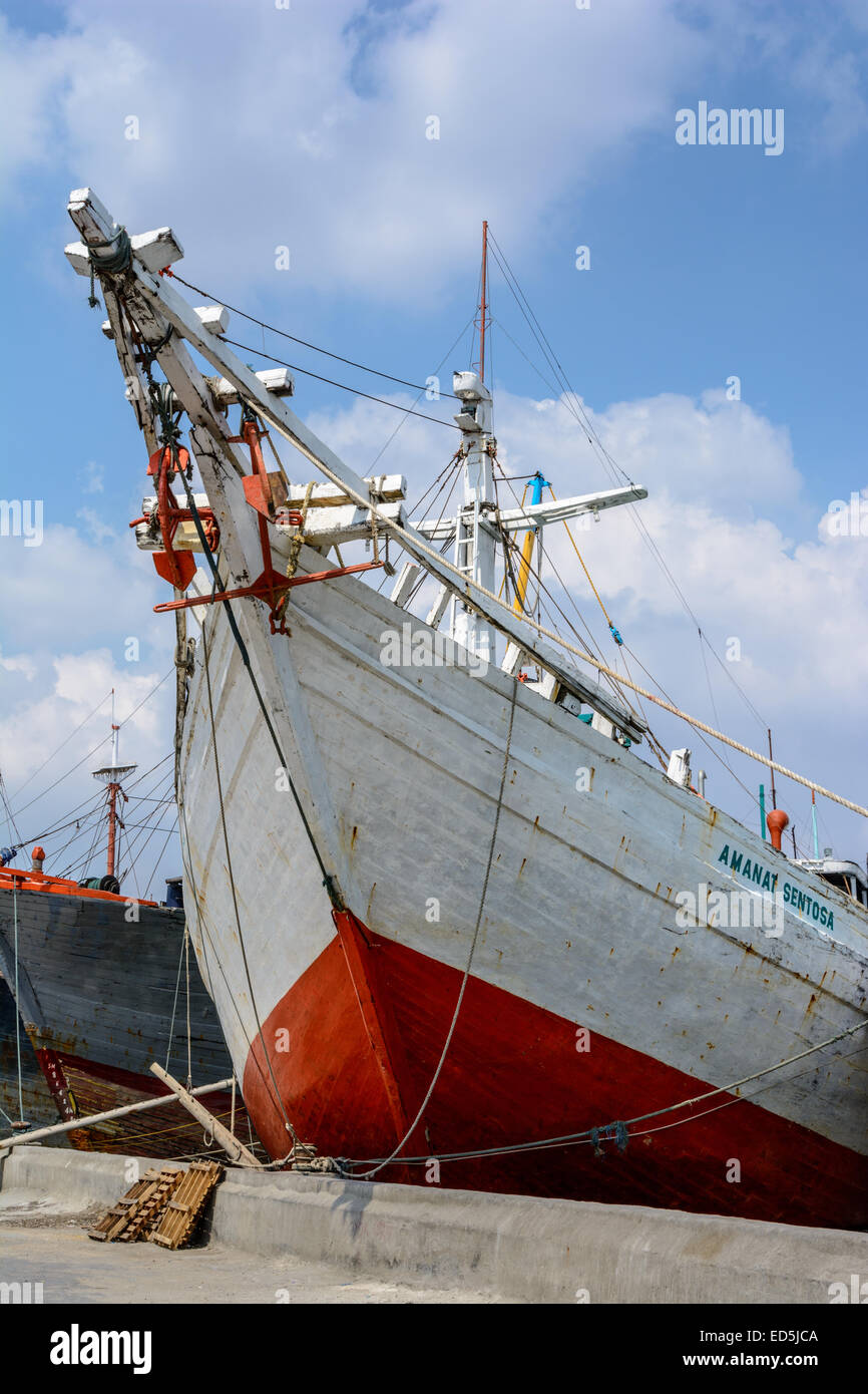 Pinsi ships in the old port of Sunda Kelapa, North Jakarta, Indonesia - Stock Image
